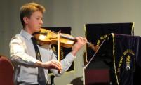 Grand Concert violinist